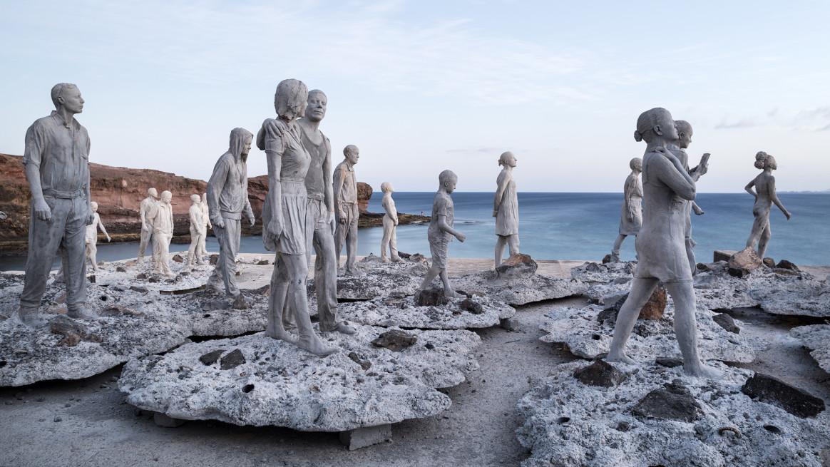 Spanien Kanarische Inseln Lanzarote Jason deCaires Taylor Kuenstler Artist Unterwasser Museum Museo Atlantico vor Lanzarote, Studio, Werstatt, Mitarbeiter am Yacht Hafen von Playa Blanca